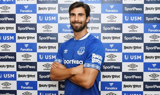 Gomes dù là người của Everton vẫn bị nhận những chỉ trích từ các culé.