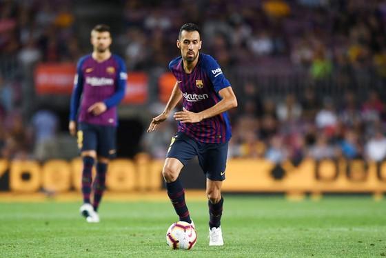Barca sẽ tăng lương cho Busquets. Ảnh: Getty Images