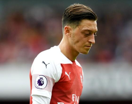 Mesut Oezil đang gây thất vọng, nhưng mất anh ở thời điểm này sẽ khiến Arsenal khó khăn. Ảnh: Getty Images