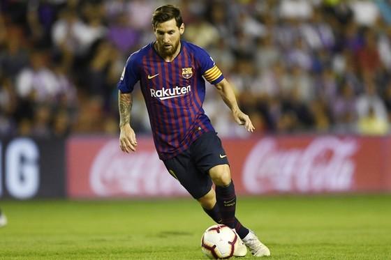 Messi chỉ hơn Ronaldo về bàn thắng. Ảnh: Getty Images
