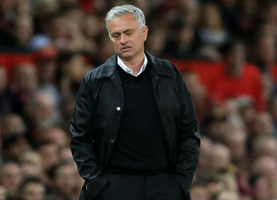 Ryan Giggs tin rằng Jose Mourinho sẽ không bị sa thải vào lúc này. Ảnh: Getty Images