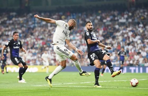 Benzema ghi bàn. Ảnh Getty Images