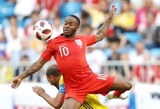 Đau lưng, Sterling rút khỏi tuyển Anh ảnh 1