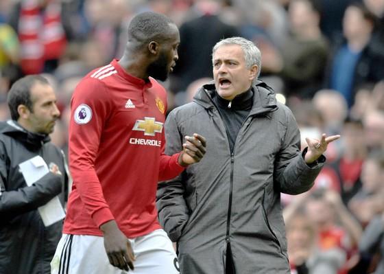 Tiền đạo Romelu Lukaku (trái) và HLV Jose Mourinho. Ảnh: Getty Images