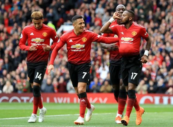 """Pogba lại """"gây bão"""" ở Old Trafford ảnh 1"""
