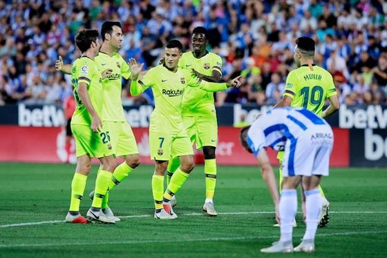 Vòng 6 La Liga: Real và Barca nắm tay nhau gục ngã ảnh 1
