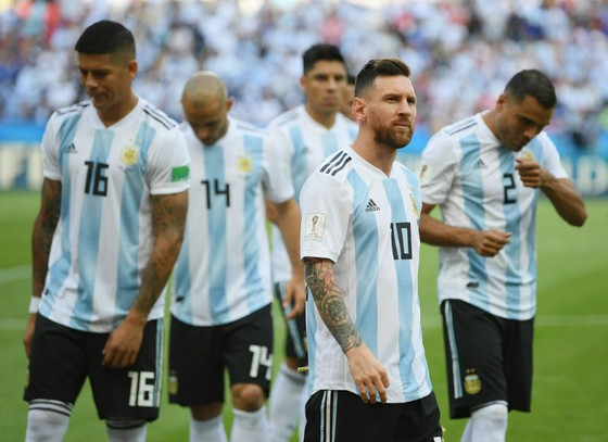 "Maradona ""xúi"" Messi chia tay tuyển Argentina ảnh 1"