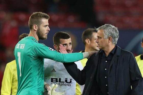 HLV Jose Mourinho khá bi quan về cơ hội giữ được David de Gea. Ảnh: Getty Images