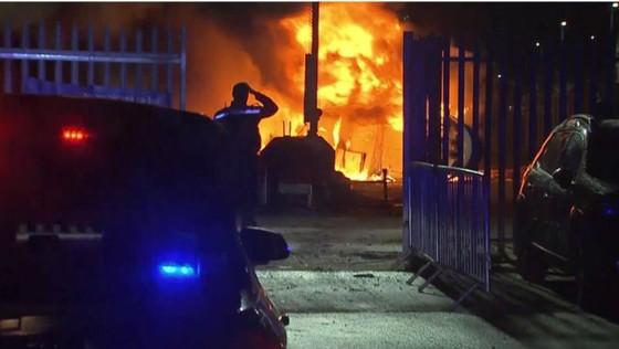 Trực thăng của ông chủ Leicester rơi bên ngoài sân vận động ảnh 2