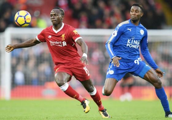 Sadio Mane (phải) đã chính thức cam kết tương lai với Liverpool. Ảnh: Getty Images