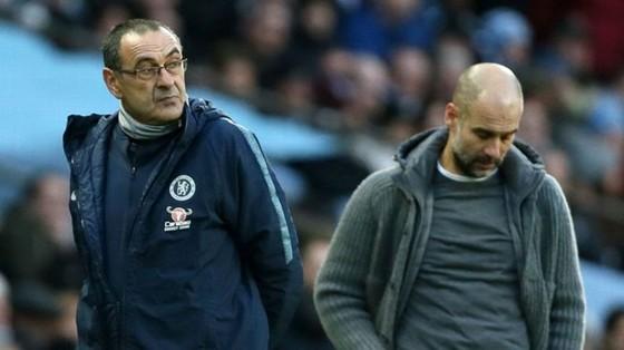 HLV Pep Guardiola không quên Chelsea của Maurizio Sarri từng khiến Man.City bất lực như thế nào ở lượt đi Premier League. Ảnh: Getty Images