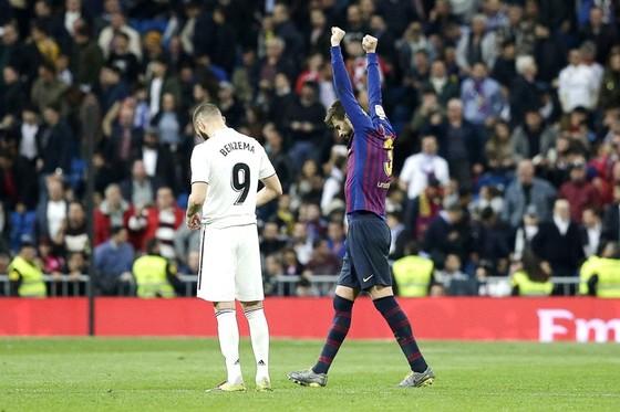 Barca nhấn chìm mùa giải của Real ảnh 1