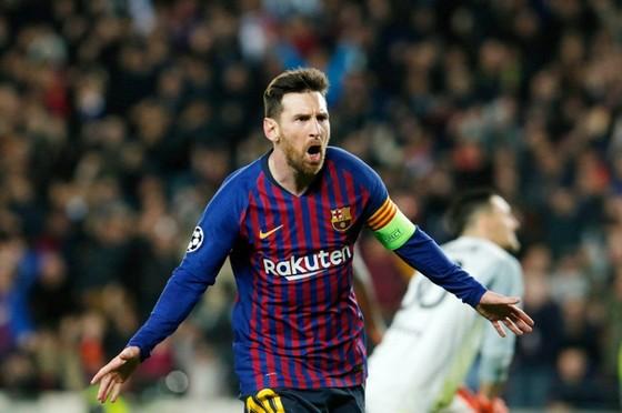 Liverpool quật ngã Hùm xám, Messi đè bẹp Lyon ảnh 1