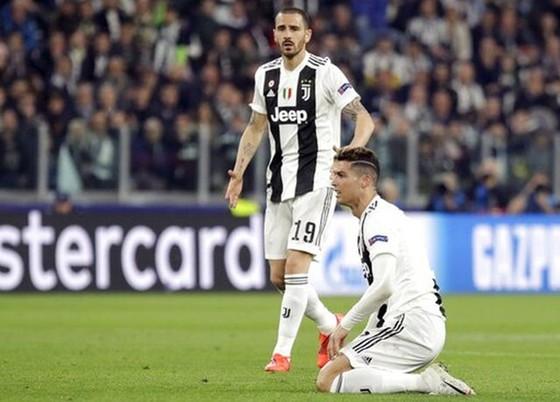 """Juve bị loại sốc, HLV Allegri vẫn muốn cùng Ronaldo """"làm lại"""" ở mùa tới ảnh 1"""