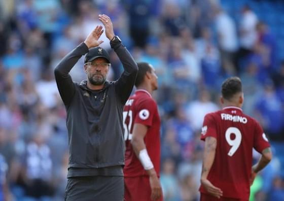 """Liverpool trở lại ngôi đầu, HLV Klopp và huyền thoại """"nổ"""" vang  ảnh 1"""