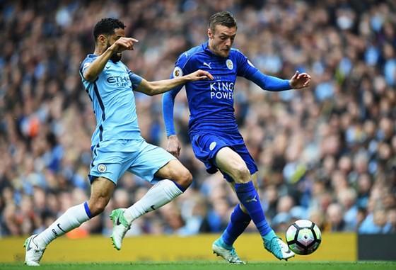 Man.City (trái) đã thất bại trước Leicester ở lượt đi. Ảnh: Getty Images