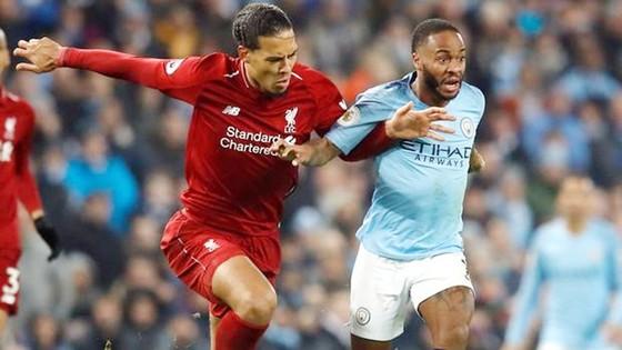 Virgil van Dijk (trái) và Liverpool thật sự đã làm mọi cách có thể để ngăn Man.City. Ảnh: Getty Images