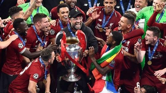 """Cánh tay Sissoko, """"cái đầu"""" Klopp và đỉnh cao thứ 6 cho Liverpool ảnh 2"""