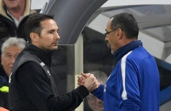 Lộ dấu hiệu HLV Sarri chính thức rời Chelsea ảnh 1