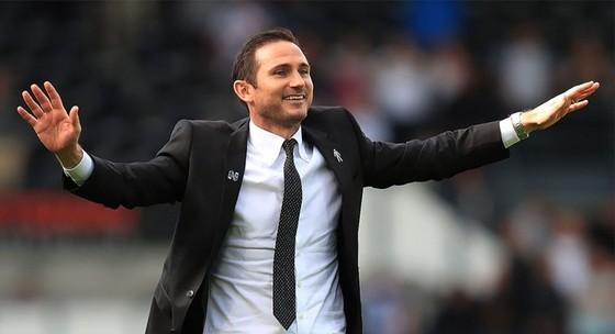 Sarri chính thức rời Chelsea, ký 3 năm với Juve ảnh 1