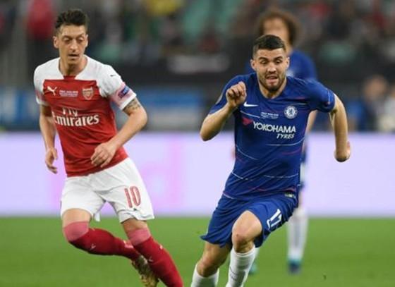 Mateo Kovacic (phải) đã chơi tốt khi giúp Chelsea thắng Europa League mùa qua. Ảnh: Getty Images