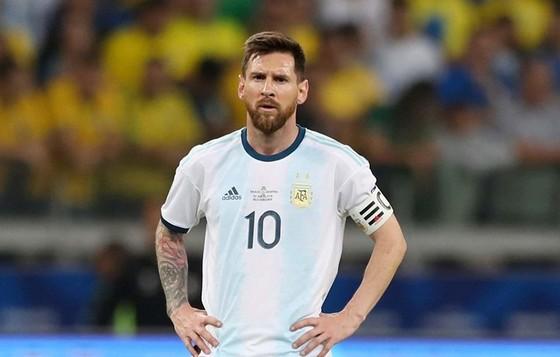 Lionel Messi đã kết thúc giải theo cách tồi tệ nhất cho cá nhân anh. Ảnh: Getty Images