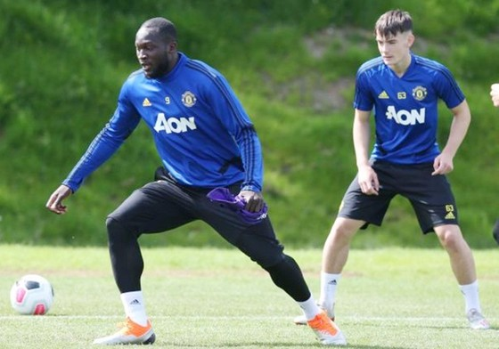Romelu Lukaku tập luyện ở Australia như không ra sân. Ảnh: Getty Images