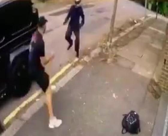 Gặp cướp có hung khí, sao Arsenal thoát nạn thần kỳ ảnh 1