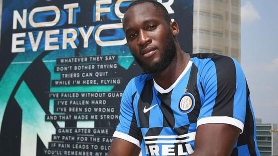 Huyền thoại Man.United ủng hộ quyết định bán Lukaku ảnh 1