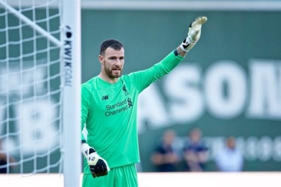 """Alisson nghỉ 6 tuần, Liverpool cậy nhờ """"ông già"""" Lonergan ảnh 1"""