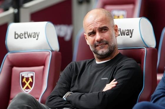HLV Pep Guardiola may mắn thoát khỏi những rắc rối lớn trong nổ lực duy trì thành công liên tục ở Man.City. Ảnh: Getty Images