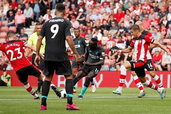 """Adrian suýt hóa tội đồ, Liverpool nhọc nhằn """"vượt ải"""" Southampton ảnh 1"""