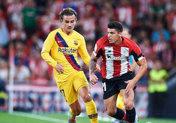 Antoine Griezmann (trái) là niềm hy vọng duy nhất trên hàng công của Barca. Ảnh: Getty Images