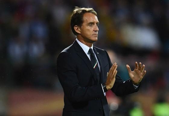 Vòng loại EURO 2020: La Roja gần chắc suất, HLV Moreno nhường công cho Enrique ảnh 1