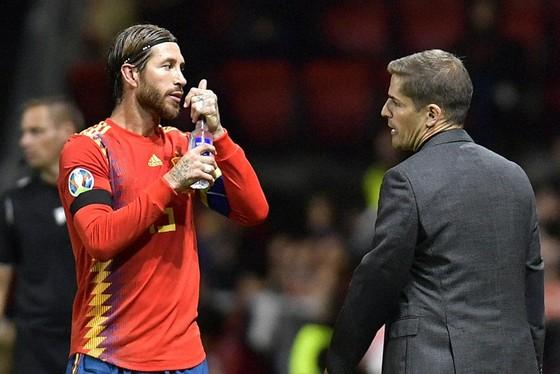HLV Robert Moreno và Sergio Ramos tiếp tục cùng La Roja gây ấn tượng. Ảnh: Getty Images