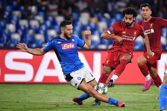 Khi các chân sút im tiếng, Liverpool (phải) đã hứng chịu thất bại. Ảnh: Getty Images