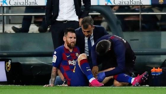 Hình ảnh đáng lo về thể trạng của Lionel Messi liên tục xuất hiện. Ảnh: Getty Images