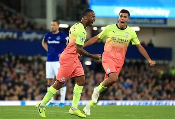 Man.City tiếp tục thể hiện bản lĩnh cao trong nỗ lực bám đuổi Liverpool. Ảnh: Getty Images
