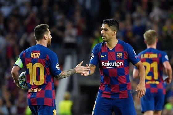 Suarez tái hợp Messi, giúp Barca nhọc nhằn vượt ải Inter ảnh 1