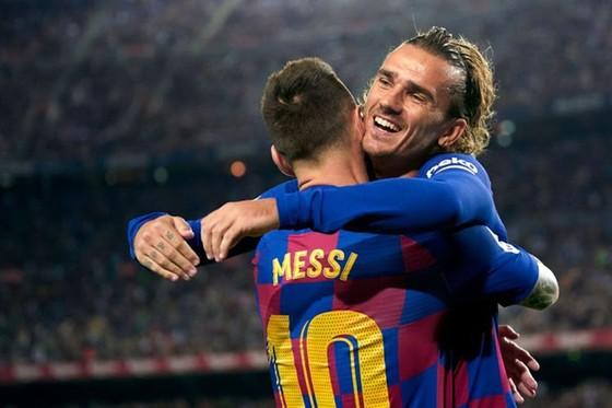 Antoine Griezmann vẫn đang nỗ lực hòa nhập bên cạnh Lionel Messi. Ảnh: Getty Images