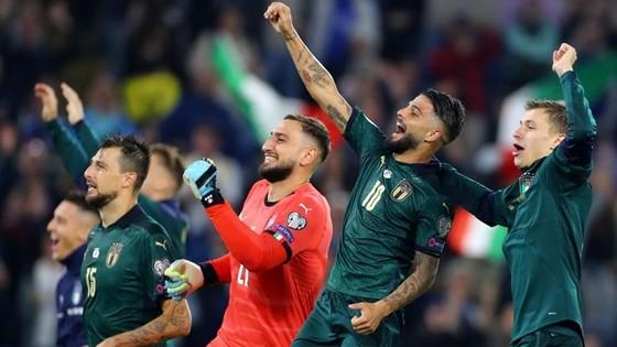 Tuyển Italia ăn mừng ngày trở lại với ngày hội lớn của bóng đá thế giới. Ảnh: Getty Images