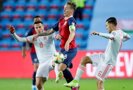 Vòng loại EURO 2020: Italia giành vé, Tây Ban Nha phải chờ vì mất điểm phút cuối ảnh 1