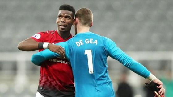 Paul Pogba và David de Gea vắng mặt là cú sốc với Man.United. Ảnh: Getty Images