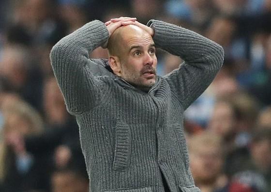 HLV Pep Guardiola càng đối mặt hơn thách thức trong mùa giải vốn đã khó khăn này. Ảnh: Getty Images