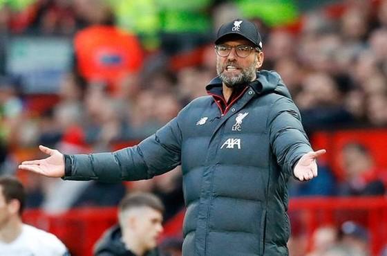 HLV Jurgen Klopp phản ứng mạnh mẽ trong trận đấu. Ảnh: Getty Images