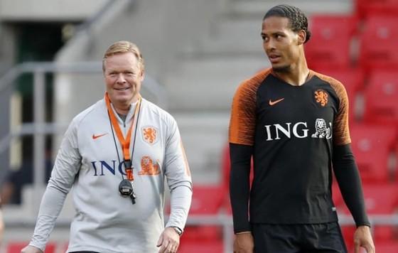HLV Ronald Koeman (trái) đang rất thành công cùng tuyển Hà Lan. Ảnh: Getty Images