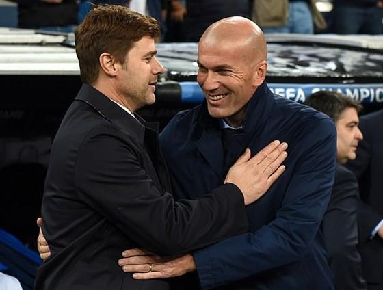 Zinedine Zidane (phải) và Mauricio Pochettino đều đang trong thời điểm khó khăn. Ảnh: Getty Images