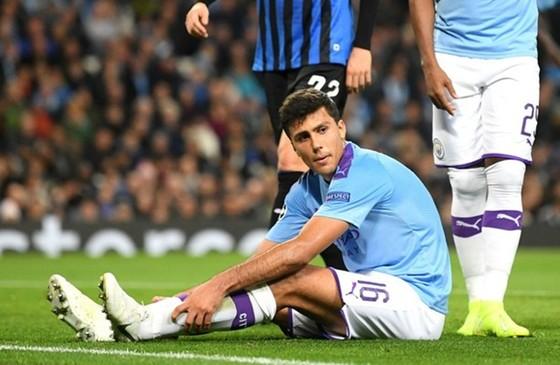 Rodri chấn thương là một khó khăn khác với HLV Pep Guardiola. Ảnh: Getty Images