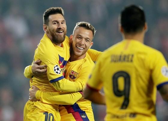 Lionel Messi ăn mừng cột mốc mới của sự nghiệp. Ảnh: Getty Images