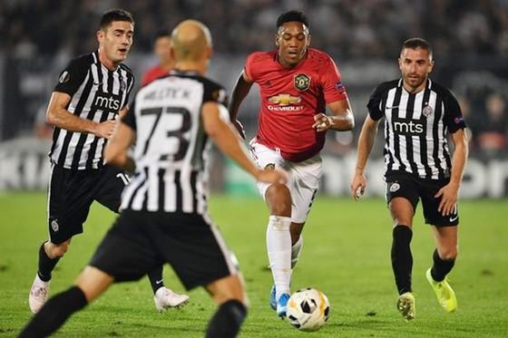 Man.United bất an trong… cuộc chiến trụ hạng ảnh 1